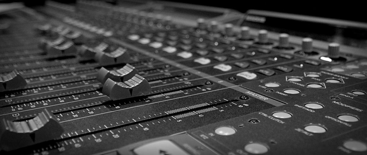 Mackie Desk Recording Studio Wales